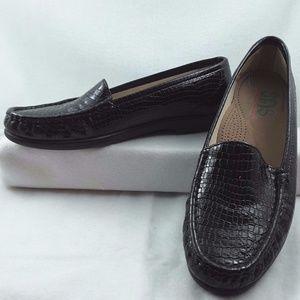 9.5N SAS Women Black Patent Leather Lizard Shoes